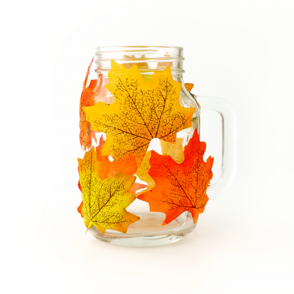 A befőttes üveg levéllel befedve igazán csodás őszi dekoráció.